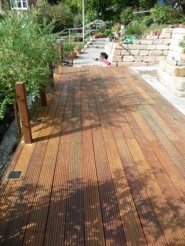 Terrasse Holz von hinten